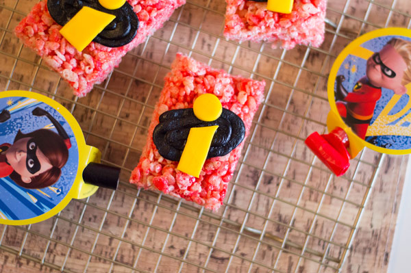 Create these amazing Disney-Pixar Incredibles Rice Krispie Treats. Perfect for an Incredibles party for any superhero. #DisneySMMC #Incredibles #DisneyFood