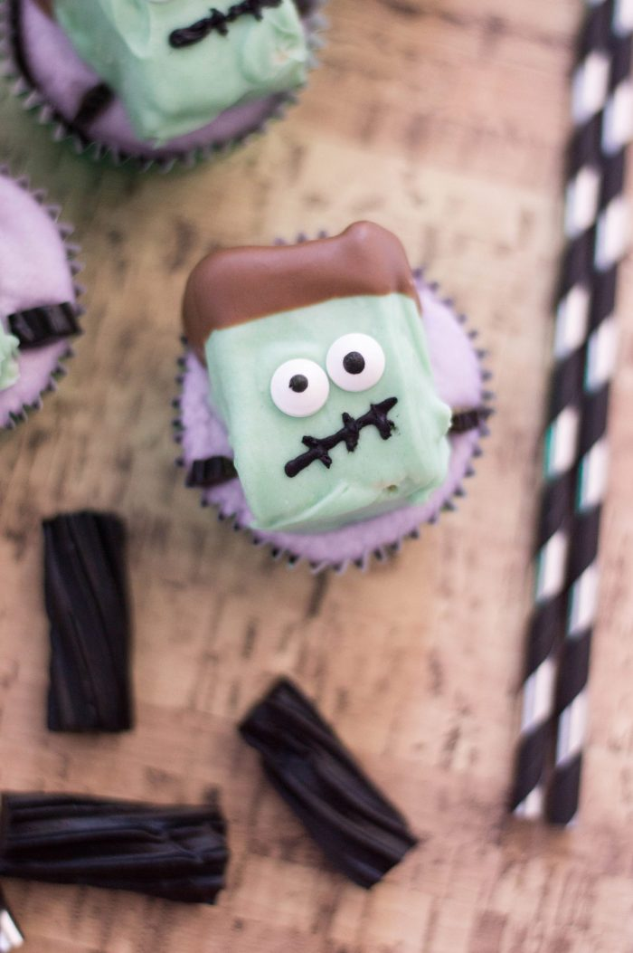 Create this kid-friendly Halloween recipe by making these freaky Frankenstein Cupcakes. Perfect for any Halloween dessert table. #halloween #halloweenfood