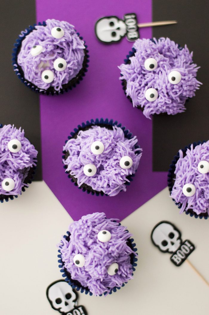 Make these kid-friendly Halloween cupcakes and please any Halloween appetite. These Halloween Monster Cupcakes are a perfect Halloween Party Food! #halloween #halloweenfood #halloweencupcakes