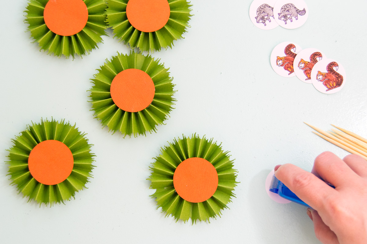 Having a forest themed party anytime soon? Learn how easy it is to create your own woodland animal party decor. #derwent #xyron #cricut #cricutmade