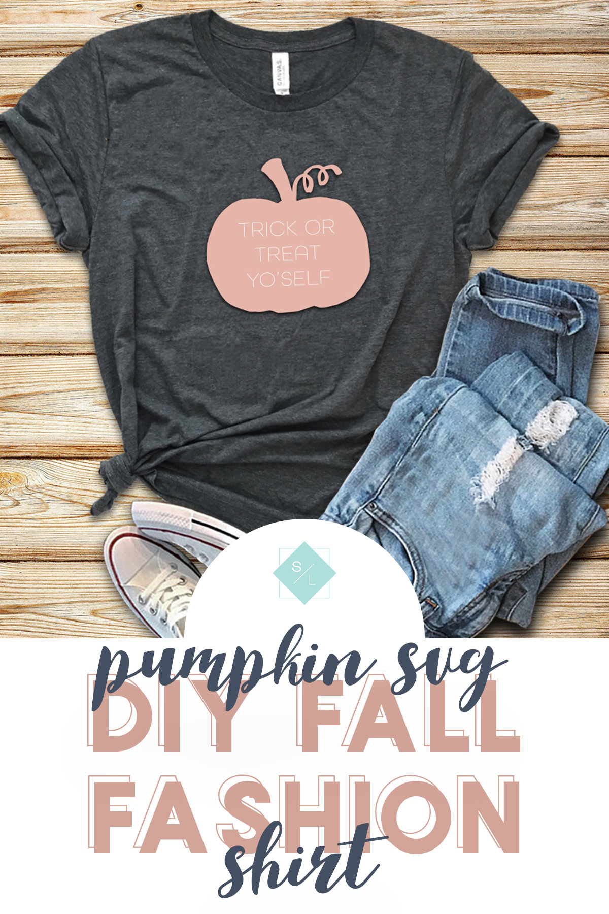 This DIY Fall T-Shirt is perfect to make with your Cricut or Silhouette and all you need is this pumpkin svg file to make your own. #fallfashion #cricutshirt