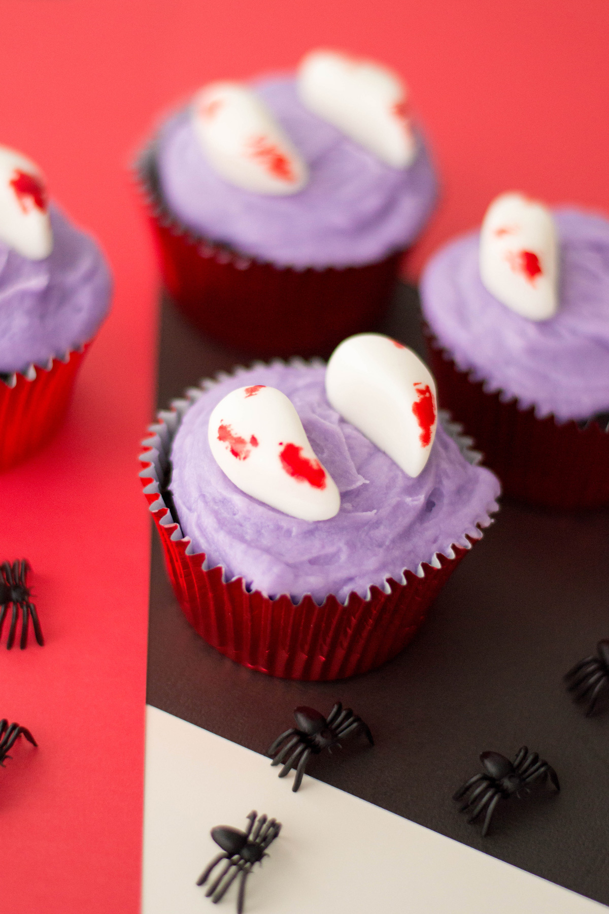 halloween cupcakes with Dracula fangs