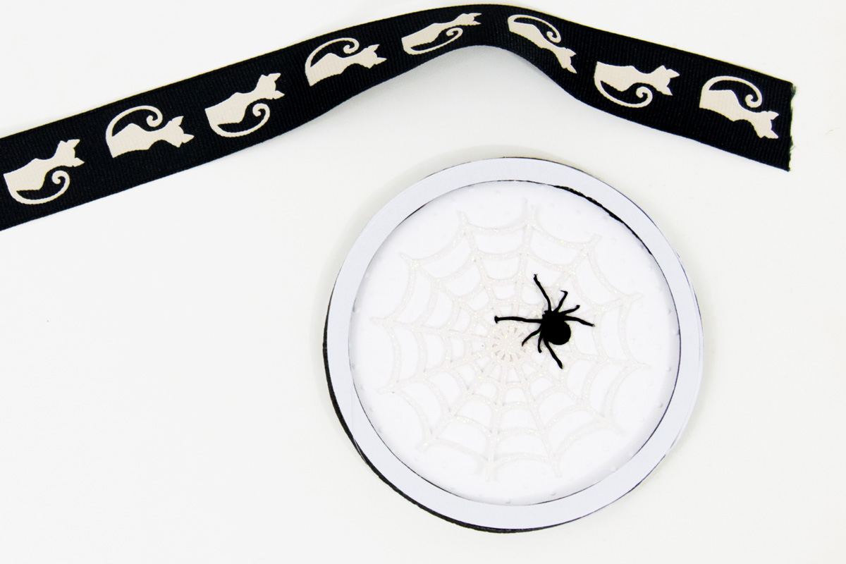 round tag with spider