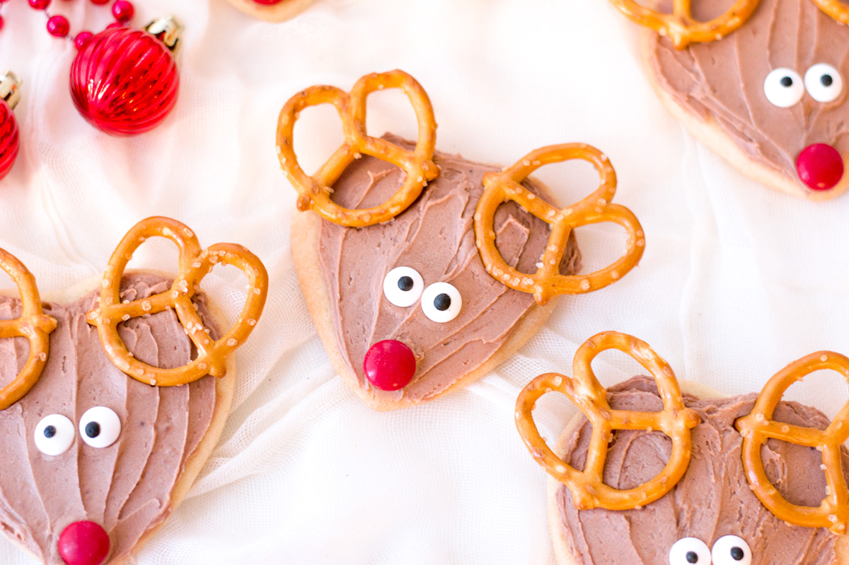 three christmas reindeer cookies