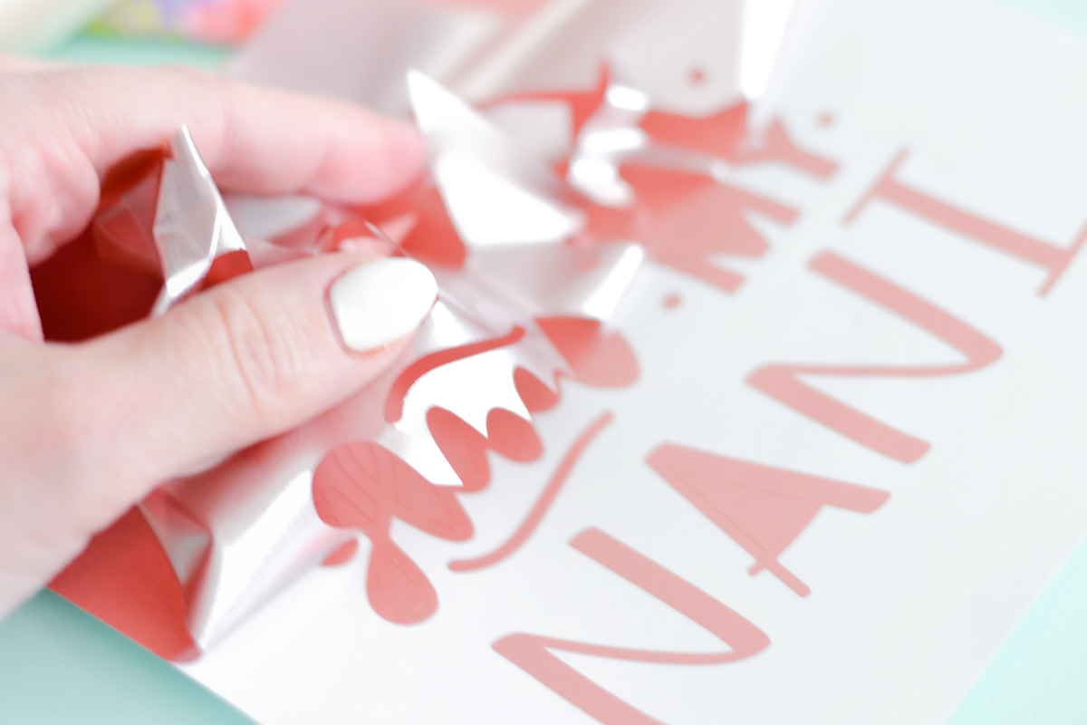 Create the perfect Mothers Day gift for that special Grandma in your life. Learn how easy it is to make a Mother's Day Shadow Box using your Cricut and some rose gold vinyl. Win a Cricut for you and your mom and start creating Cricut crafts ASAP! #cricut #cricutmade #mothersdaygift #howtoweedvinyl #mothersday #shadowbox #cricutshadowbox #grandmothergift