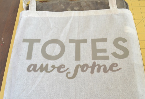 Make a customizable beach tote with Frenchie on Todays Creative Blog
