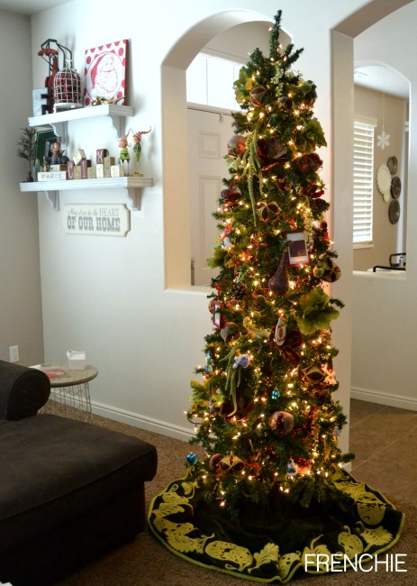 How to decorate your Christmas Tree like a designer on seelindsay.com #christmas