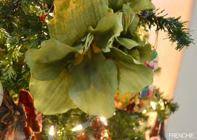 How to decorate your Christmas Tree like a designer on seelindsay.com #christmas