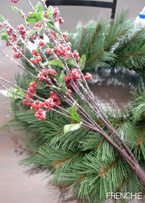Make a Christmas Wreath in less than 20 minutes on seelindsay.com #craftlightning