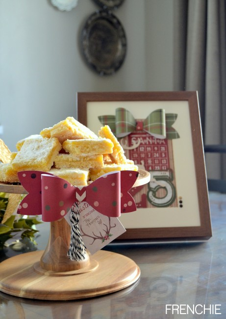 Create an easy and inexpensive neighbor gift using #mymindseye #sleighbells and an #ikea frame on seelindsay.com