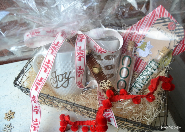 A Christmas Gift Basket personalized with your Cricut Explore on seelindsay.com