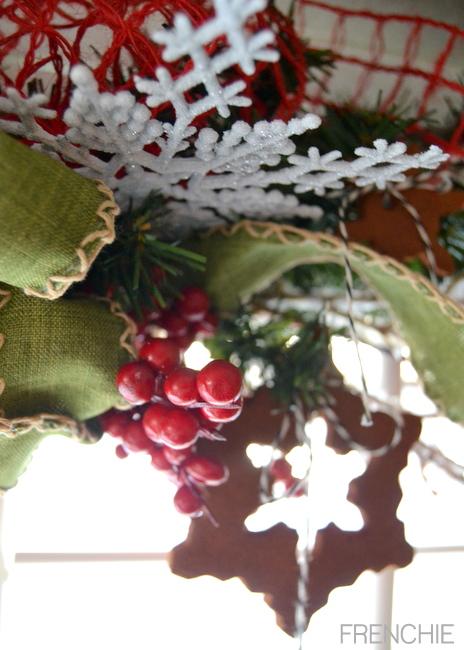 Create applesauce and cinnamon ornaments to hang on a festive holiday garland on seelindsay.com