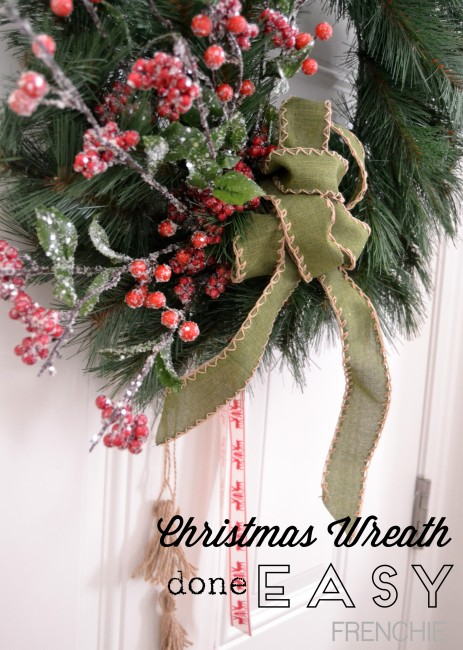 Make a Christmas Wreath in less than 20 minutes on seelindsay.com #craftlightning