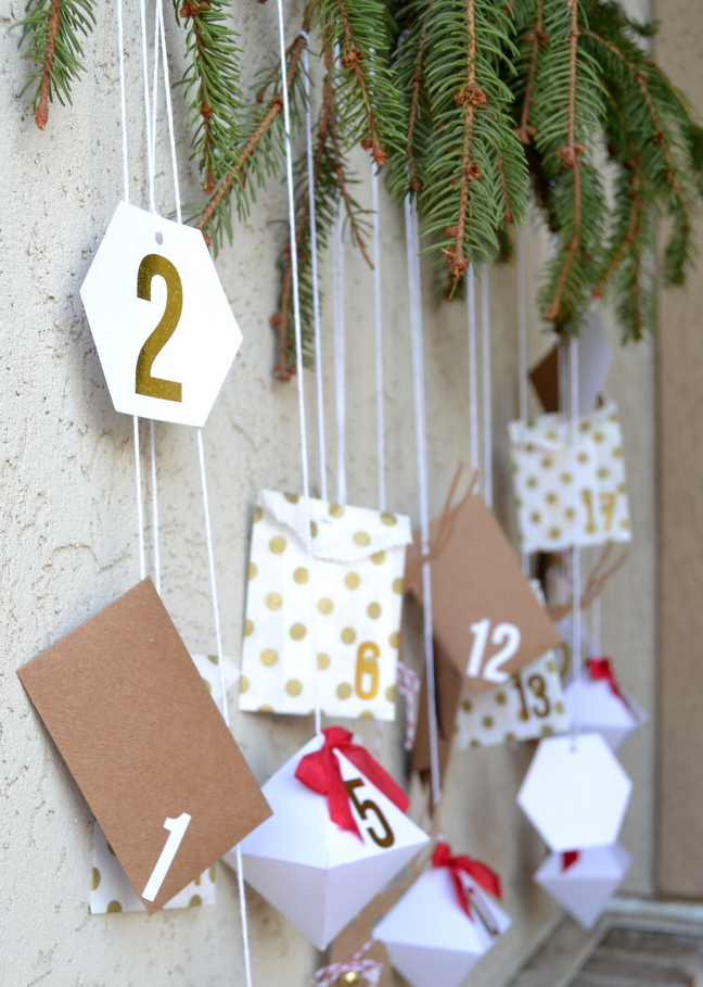 Create this Christmas countdown from Amy Robison. See the details on seelindsay.com