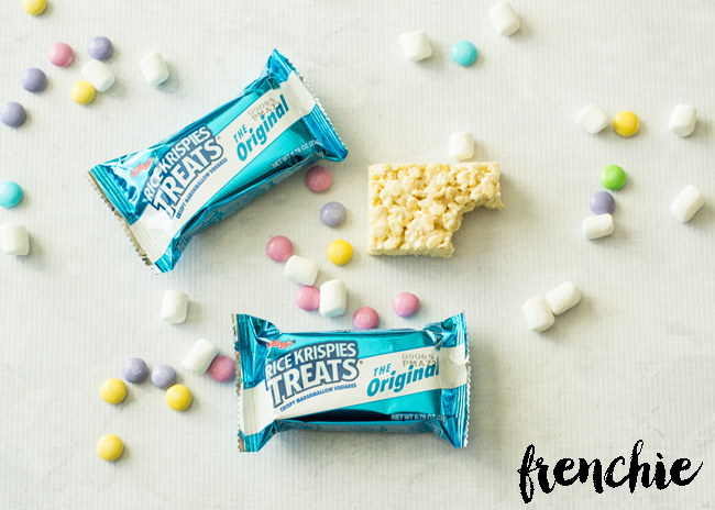 Create these Rice Krispie Spring Flowers using the premade treat, mini marshmallows and some M&M's. Only on seelindsay.com