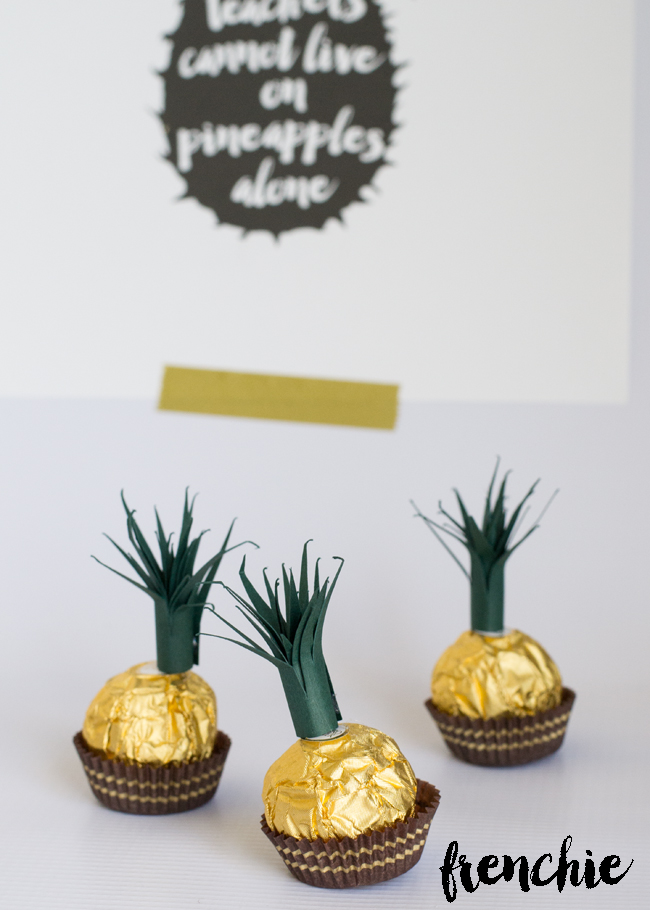 A Pineapple Teacher Appreciation Gift. So fun and so easy. Grab the tutorial and free printable on seelindsay.com