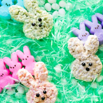 Create your own Peeps Rice Krispie Treats in the shape of actual Peeps! This Peeps Easter Recipe is sure to be a crowd pleaser and perfect for any Easter Dessert. #easterrecipe #peepsrecipe #peepsricekrispietreats #peepsdessert #easterdessert #ricekrispietreats
