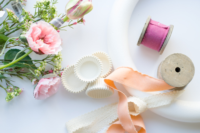 Create this Mothers Day Wreath in less than 30 minutes. Perfect Spring wreath idea