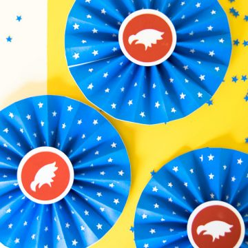 Create this patriotic craft making easy paper rosettes using your Cricut and Xyron Adhesive. The perfect summer patriotic craft. #Cricut #FourthOfJuly #Patriotic #Craft #CricutMade #Xyron