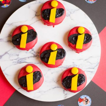 Are your kids obsessed with The Incredibles? Plan the most awesome Incredibles Party with these chocolate covered Oreos. #Incredibles #DSMMC #Disney #Pixar