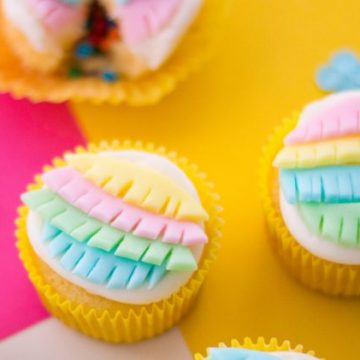 Create the perfect piñata cupcakes for your next southwestern party or Cinco De Mayo. #pinatafood #mexicanparty #cincodemayo