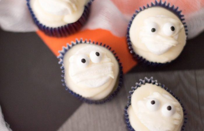 Create the perfect Halloween party food with these DIY Mummy Cupcakes