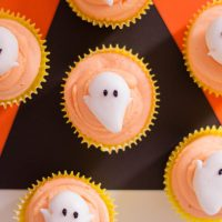 halloween cupcakes with fondant ghost