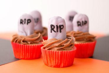 Easy RIP Halloween Tombstone Cupcakes