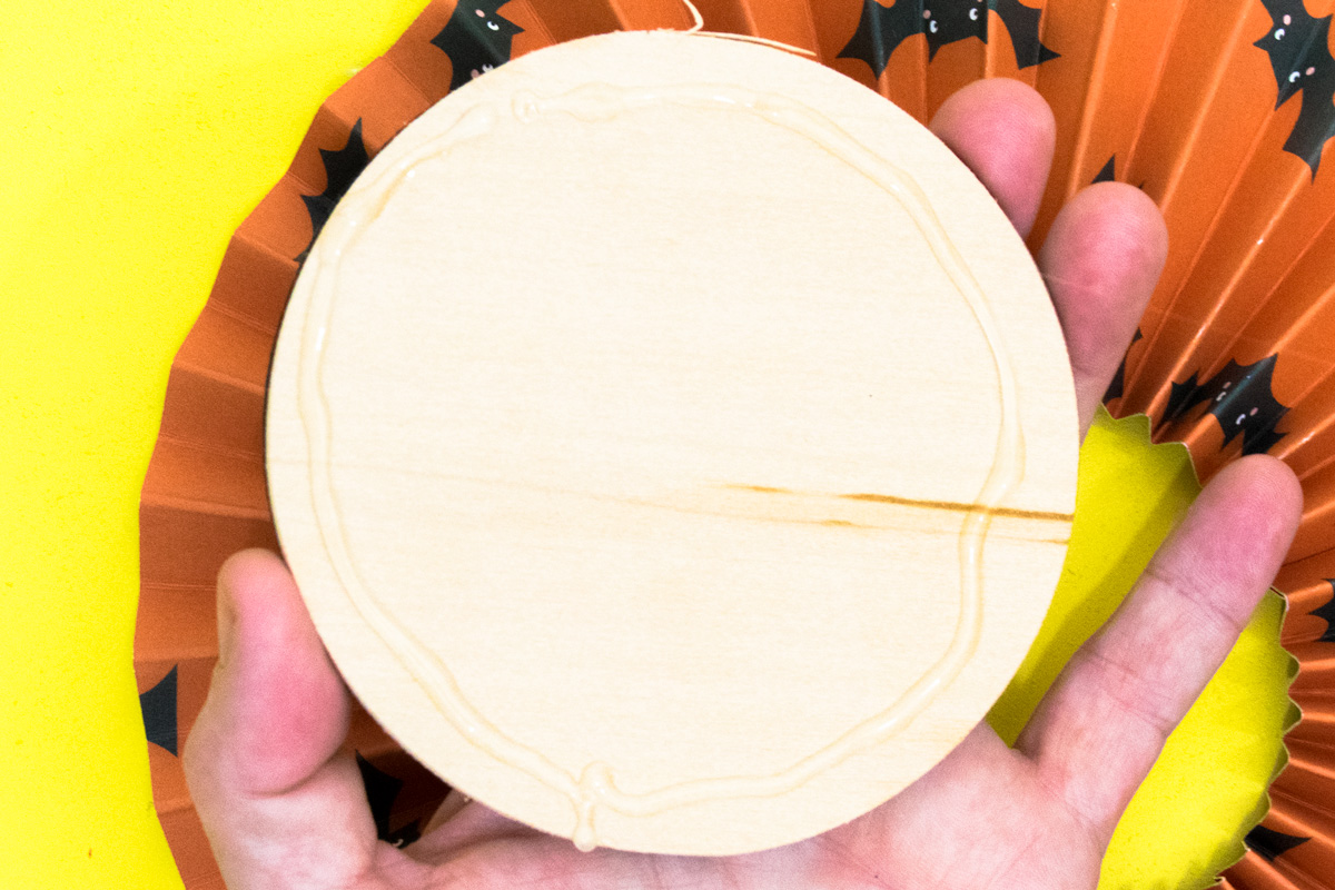 assembling a paper rosette