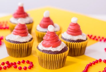 Buttercream Santa Hat Cupcake Recipe – Perfect for the Holidays!