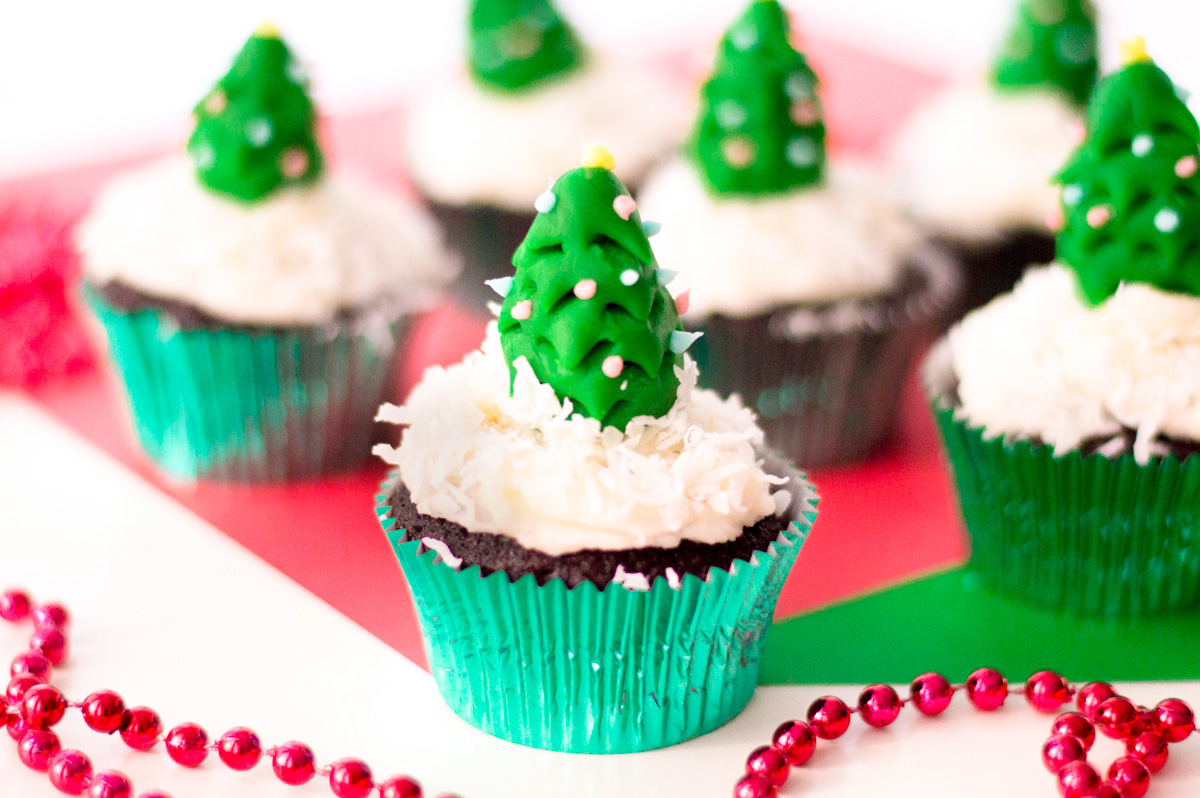 Christmas Cupcakes with a Fondant Tree Cake Topper
