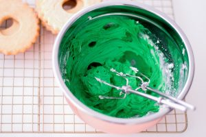 making green buttercream