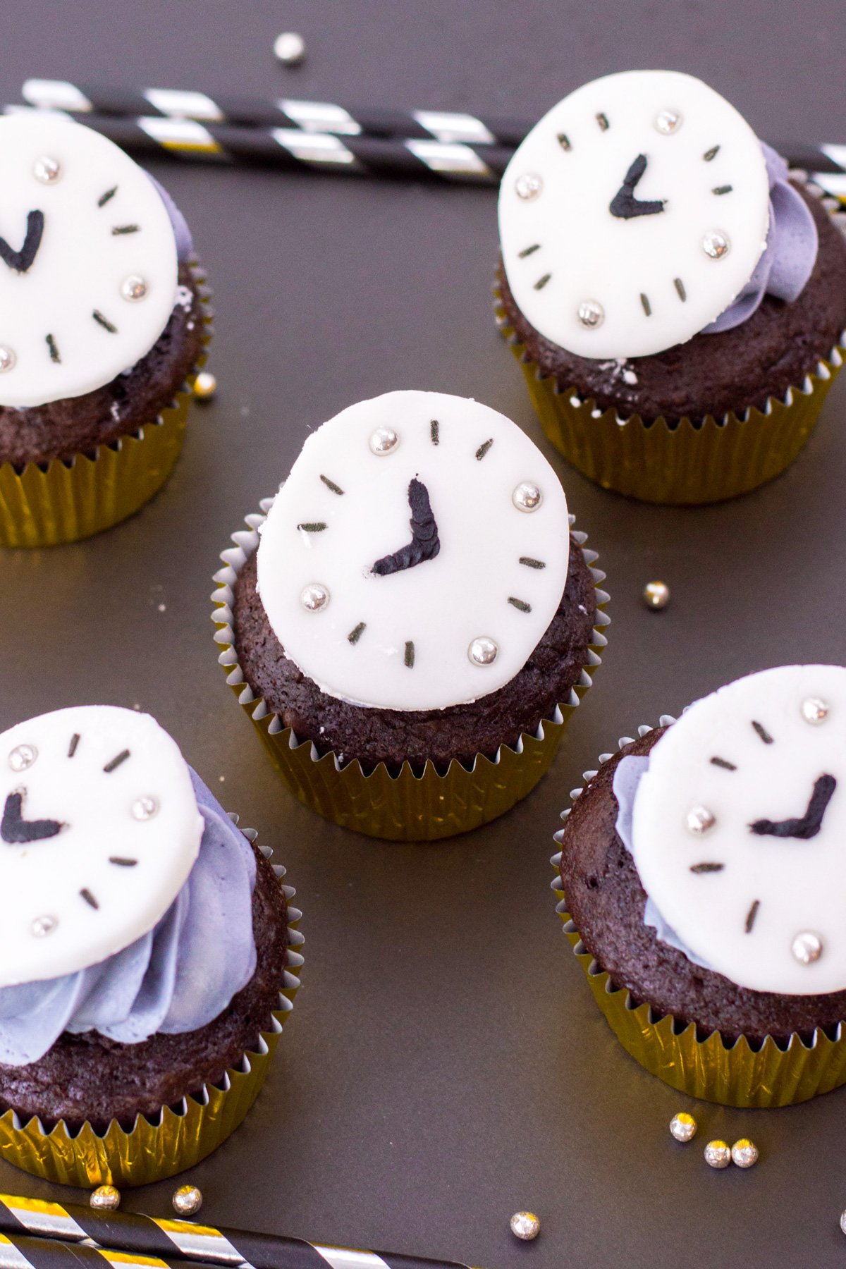 cupcakes with New Years fondant clocks