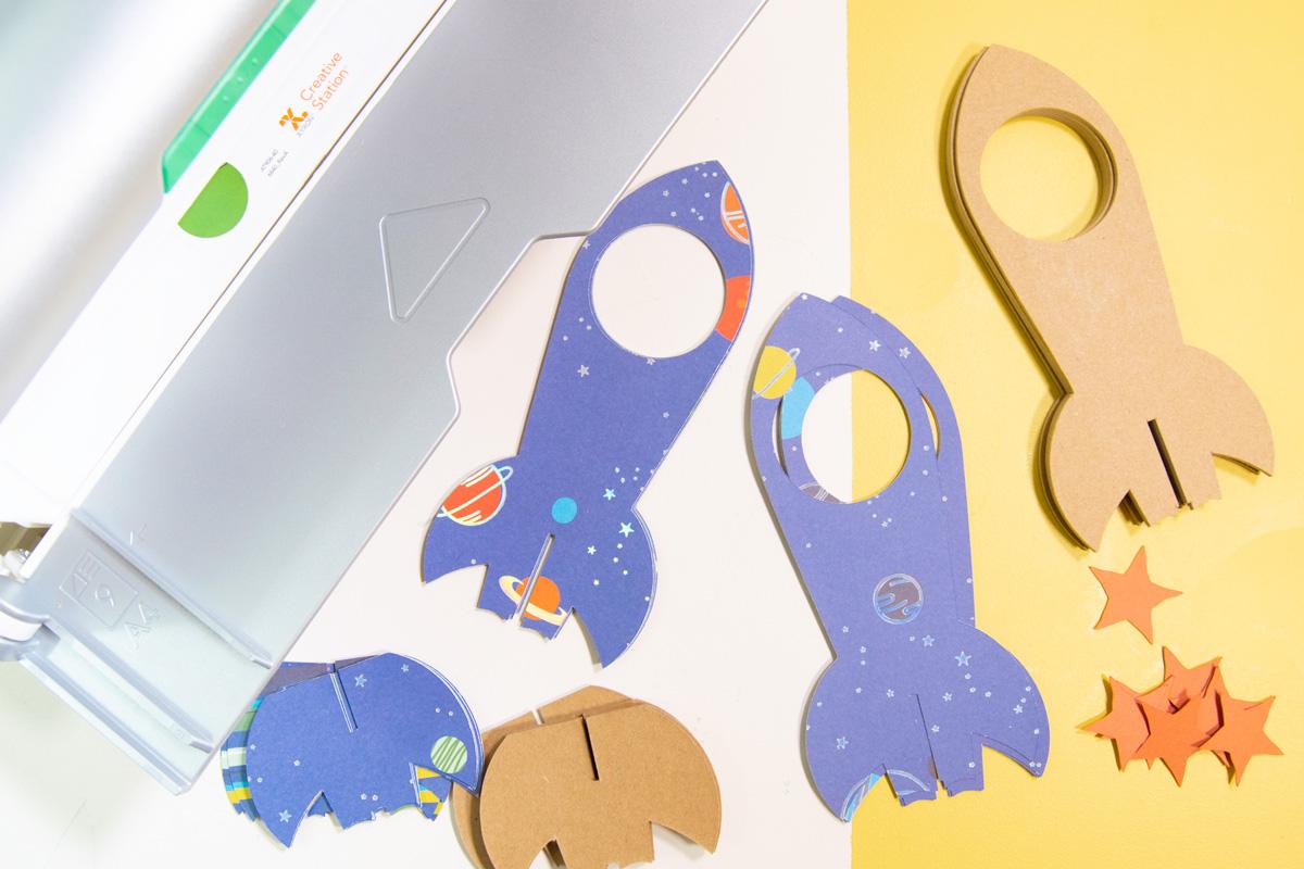 supplies to make a paper spaceship