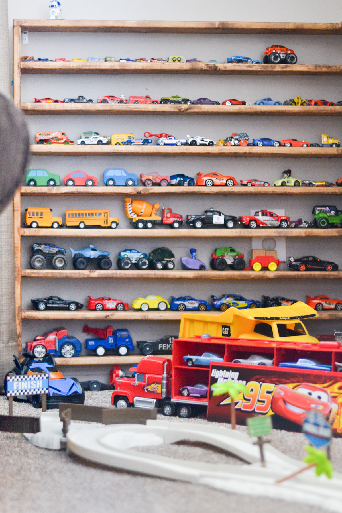 toy car display