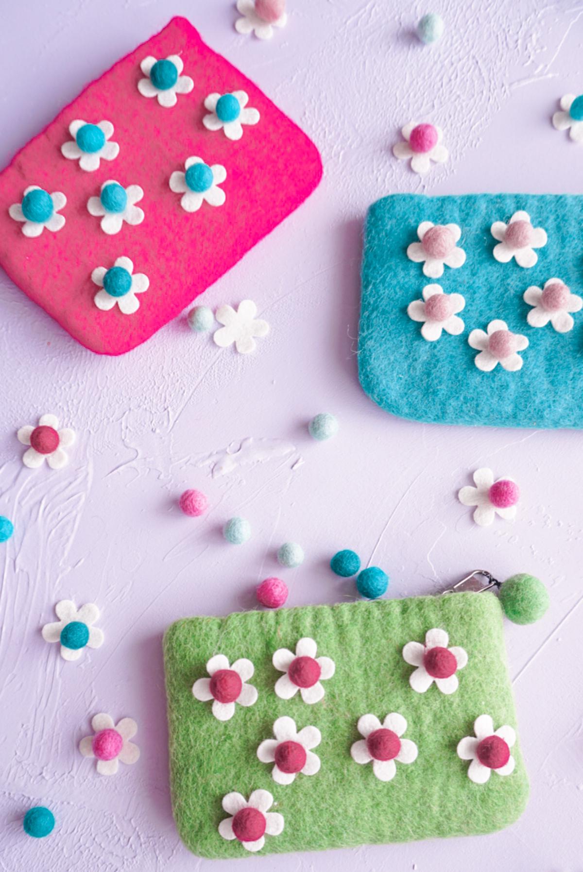 felt coin purse with felt daisies